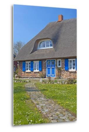 Europe, Germany, Mecklenburg-Western Pomerania, Baltic Sea Island R?gen, Thatched Roof House-Chris Seba-Metal Print
