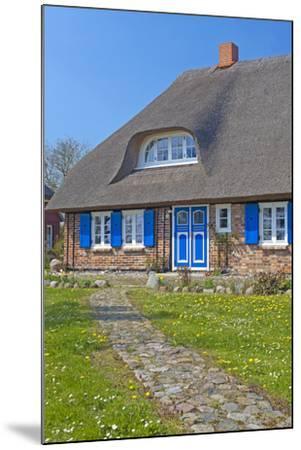 Europe, Germany, Mecklenburg-Western Pomerania, Baltic Sea Island R?gen, Thatched Roof House-Chris Seba-Mounted Photographic Print