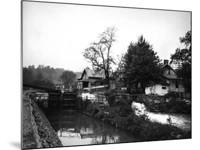 Weverton, Maryland-Edward Hungerford-Mounted Photographic Print