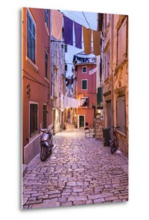 Croatia, Istria, Adriatic Coast, Rovinj, Old Town Lane in the Evening-Udo Siebig-Metal Print