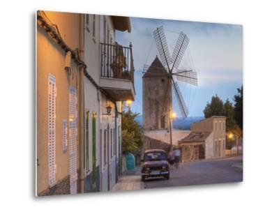 Spanien, Balearen, Insel Mallorca, Llubi, H-Userreihe, M-Hle, Auto-Klaus Siepmann-Metal Print