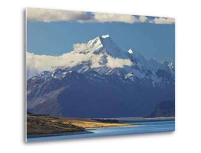 Lake Pukaki, Aoraki, Mount Cook National Park, Canterbury, South Island, New Zealand-Rainer Mirau-Metal Print