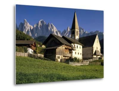 Italien, Sv¼dtirol, Dolomiten, Villnv?VŸtal, St. Magdalena, Geislerspitzen, Berglandschaft-Thonig-Metal Print