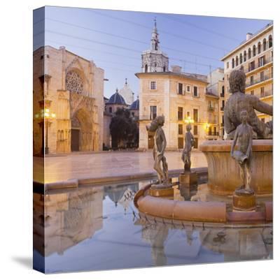 Spain, Valencia, Plaza De La Virgen, Turia Fountain, Catedral De Santa Mar'a De Valencia-Rainer Mirau-Stretched Canvas Print