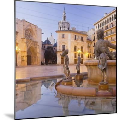 Spain, Valencia, Plaza De La Virgen, Turia Fountain, Catedral De Santa Mar'a De Valencia-Rainer Mirau-Mounted Photographic Print