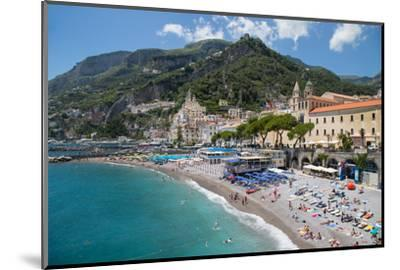 Promenade, Amalfi, Costiera Amalfitana (Amalfi Coast), UNESCO World Heritage Site, Campania-Frank Fell-Mounted Photographic Print