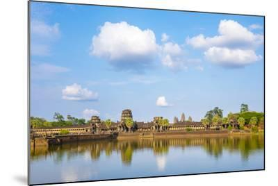 Angkor Wat, UNESCO World Heritage Site, Siem Reap Province, Cambodia, Indochina-Jason Langley-Mounted Photographic Print