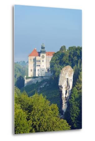 Europe, Poland, Malopolska, Ojcow National Park, Pieskowa Skala Castle and Hercules Club-Christian Kober-Metal Print