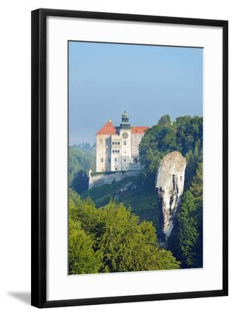 Europe, Poland, Malopolska, Ojcow National Park, Pieskowa Skala Castle and Hercules Club-Christian Kober-Framed Photographic Print