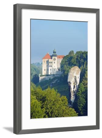 Europe, Poland, Malopolska, Ojcow National Park, Pieskowa Skala Castle and Hercules Club-Christian Kober-Framed Photographic Print