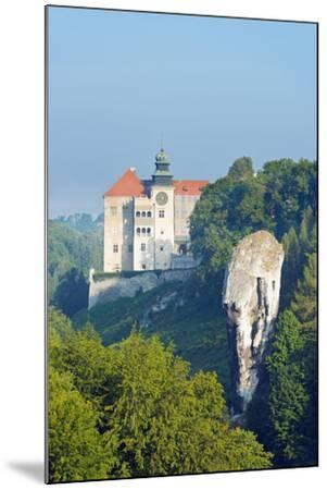 Europe, Poland, Malopolska, Ojcow National Park, Pieskowa Skala Castle and Hercules Club-Christian Kober-Mounted Photographic Print