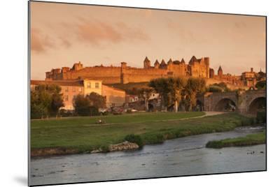 La Cite, Medieval Fortress City, Bridge over River Aude, Carcassonne, Languedoc-Roussillon, France-Markus Lange-Mounted Photographic Print