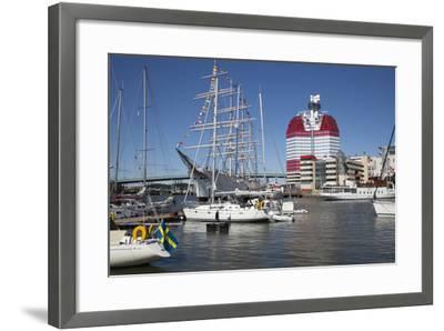 Lilla Bommen Harbour-Stuart Black-Framed Photographic Print