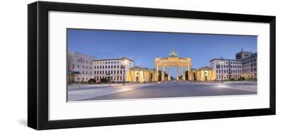 Germany, Deutschland. Berlin. Berlin Mitte. Brandenburg Gate, Brandenburger Tor-Francesco Iacobelli-Framed Photographic Print
