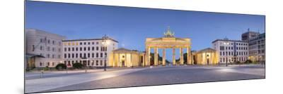Germany, Deutschland. Berlin. Berlin Mitte. Brandenburg Gate, Brandenburger Tor-Francesco Iacobelli-Mounted Photographic Print