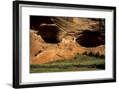 USA, Arizona, Canyon De Chelly National Monument, Mummy Cave Ruin in Canyon Del Muerto-Ann Collins-Framed Photographic Print
