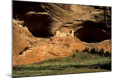USA, Arizona, Canyon De Chelly National Monument, Mummy Cave Ruin in Canyon Del Muerto-Ann Collins-Mounted Photographic Print