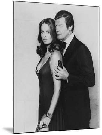 Roger Moore, Barbara Bach. the 007, James Bond: Spy Who Loved Me, 1977)--Mounted Photographic Print