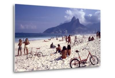 July 1973: Ipanema Beach, Rio De Janeiro-Alfred Eisenstaedt-Metal Print