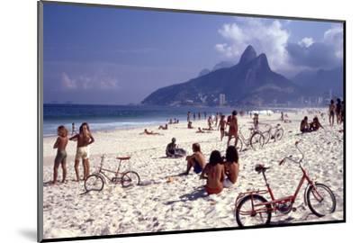 July 1973: Ipanema Beach, Rio De Janeiro-Alfred Eisenstaedt-Mounted Photographic Print
