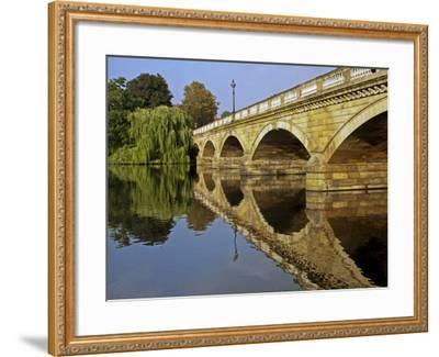 England, London, City of Westminster-Pamela Amedzro-Framed Photographic Print