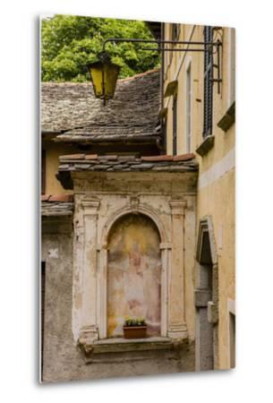 Cityscape. Orta San Giulio. Piedmont, Italy-Tom Norring-Metal Print