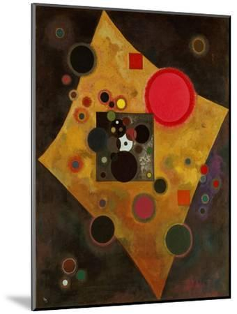 Pink Accent. 1926-Wassily Kandinsky-Mounted Giclee Print