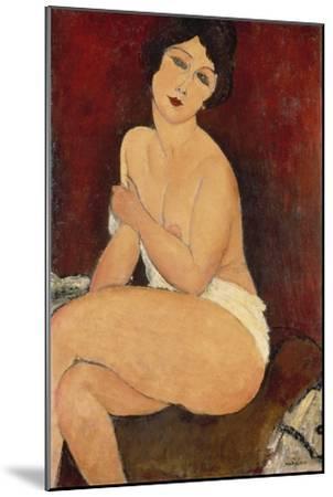 Sitzender Akt auf einem Diwan (oder: La belle Romaine). 1917-Amadeo Modigliani-Mounted Giclee Print