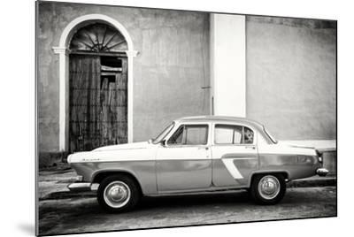 Cuba Fuerte Collection B&W - Old Classic Car in Santa Clara-Philippe Hugonnard-Mounted Photographic Print
