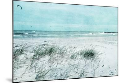 Beach Day-Iris Lehnhardt-Mounted Photographic Print