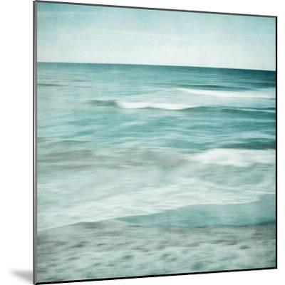 Soft Waves-Iris Lehnhardt-Mounted Photographic Print