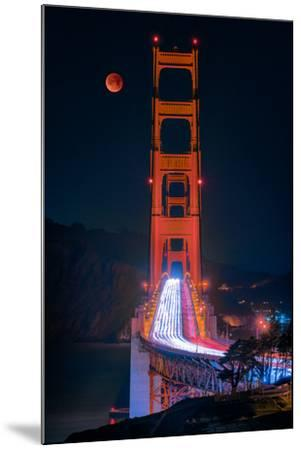 Full blood red moon rising over the Golden Gate Bridge in San Francisco, view from Battery Cranston-David Chang-Mounted Premium Photographic Print