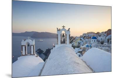 Oia, Santorini (Thira), Cyclades Islands, Greece-Jon Arnold-Mounted Photographic Print