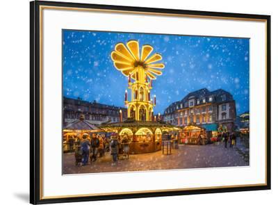Christmas market on the marketplace in Heidelberg, Baden-Württemberg, Germany-Jan Christopher Becke-Framed Photographic Print