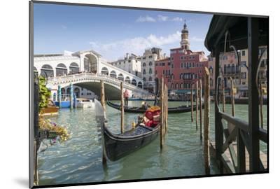 Rialto Bridge, Venice, UNESCO World Heritage Site, Veneto, Italy, Europe-Frank Fell-Mounted Photographic Print