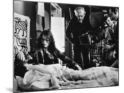 LE LOCATAIRE, 1976 directed by ROMAN POLANSKI On the set, Roman Polanski directs Isabelle Adjani (p--Mounted Photo