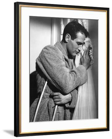 CAT ON A HOT TIN ROOF, 1958 directed by RICHARD BROOKS Paul Newman (b/w photo)--Framed Photo