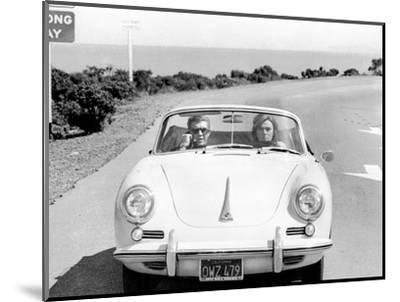 BULLITT by Peter Yates with Steve McQueen and Jacqueline Bisset (voiture decapotable Porsche 356 C --Mounted Photo