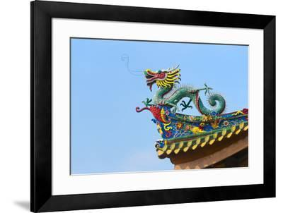 Dragon sculpture on the roof of South Putuo Temple, Xiamen, Fujian Province, China-Keren Su-Framed Premium Photographic Print