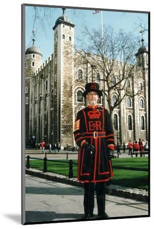 Yeoman Warder of the Tower of London-Associated Newspapers-Mounted Photo