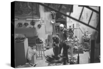 Leon Underwood in his studio with 'Phoenix for Europe', 1969--Stretched Canvas Print