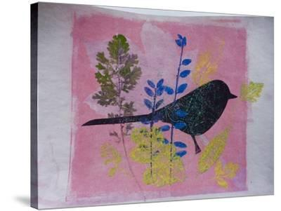 Birdy on pink-Sarah Thompson-Engels-Stretched Canvas Print