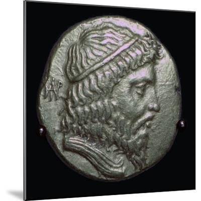 Gold Stater of King Andragoras of Parthia, 3rd century BC. Artist: Unknown-Unknown-Mounted Giclee Print