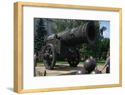 The Tsar's Cannon, the largest cannon in the world. Artist: Unknown-Unknown-Framed Giclee Print