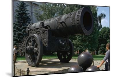 The Tsar's Cannon, the largest cannon in the world. Artist: Unknown-Unknown-Mounted Giclee Print