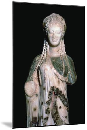 Greek statue Kore 675, 6th century BC. Artist: Unknown-Unknown-Mounted Giclee Print