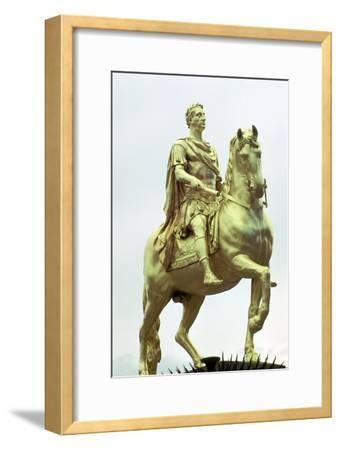 Statue of King William III of England as a Roman Emperor, Hull, England. Artist: Unknown-Unknown-Framed Giclee Print