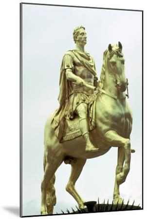 Statue of King William III of England as a Roman Emperor, Hull, England. Artist: Unknown-Unknown-Mounted Giclee Print