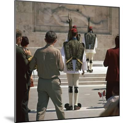 Shot of the Ezvones at the Tomb of the Unknown Soldier. Artist: Unknown-Unknown-Mounted Photographic Print
