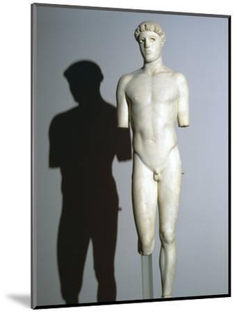 Greek statue known as the Kritios Boy, 5th century BC. Artist: Unknown-Unknown-Mounted Giclee Print